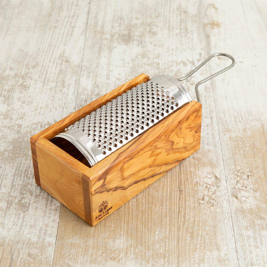 Grattugia con scatola in legno di olivo