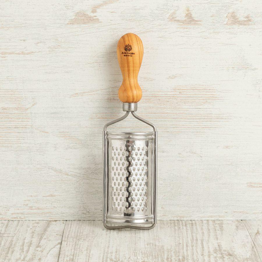 Grattugia piatta con manico tondo in legno di ulivo - Arte Legno