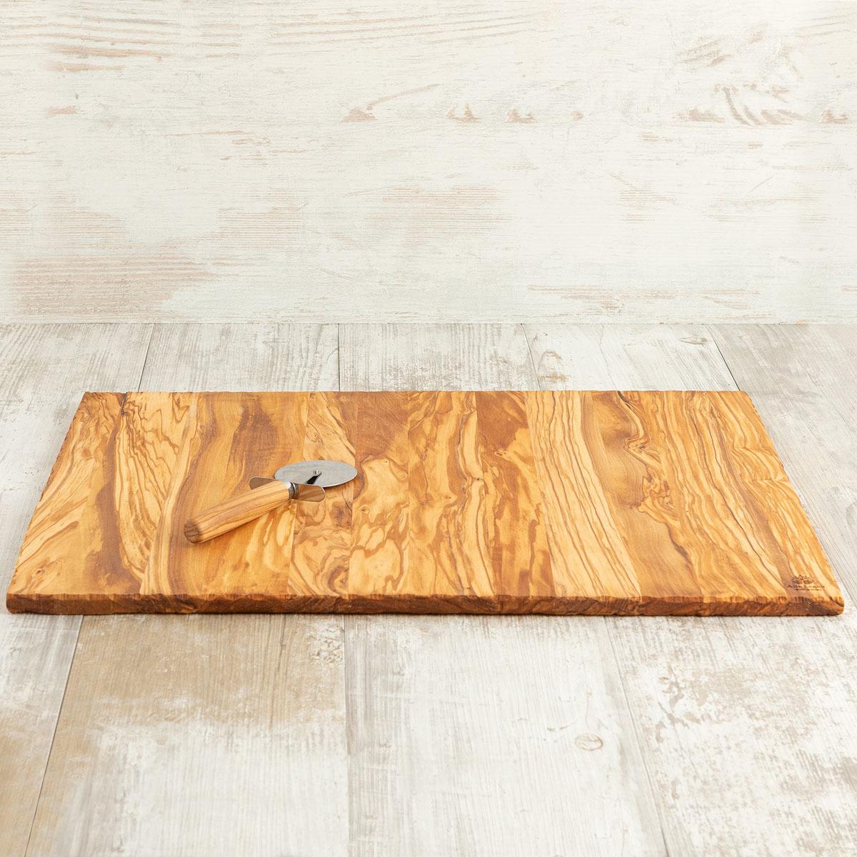 Tagliere con rotella per pizza in legno di ulivo | Arte Legno